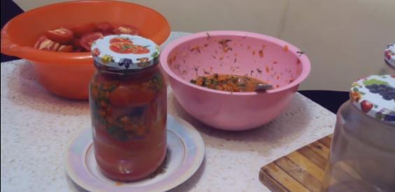 4ykladivaem pomidoru