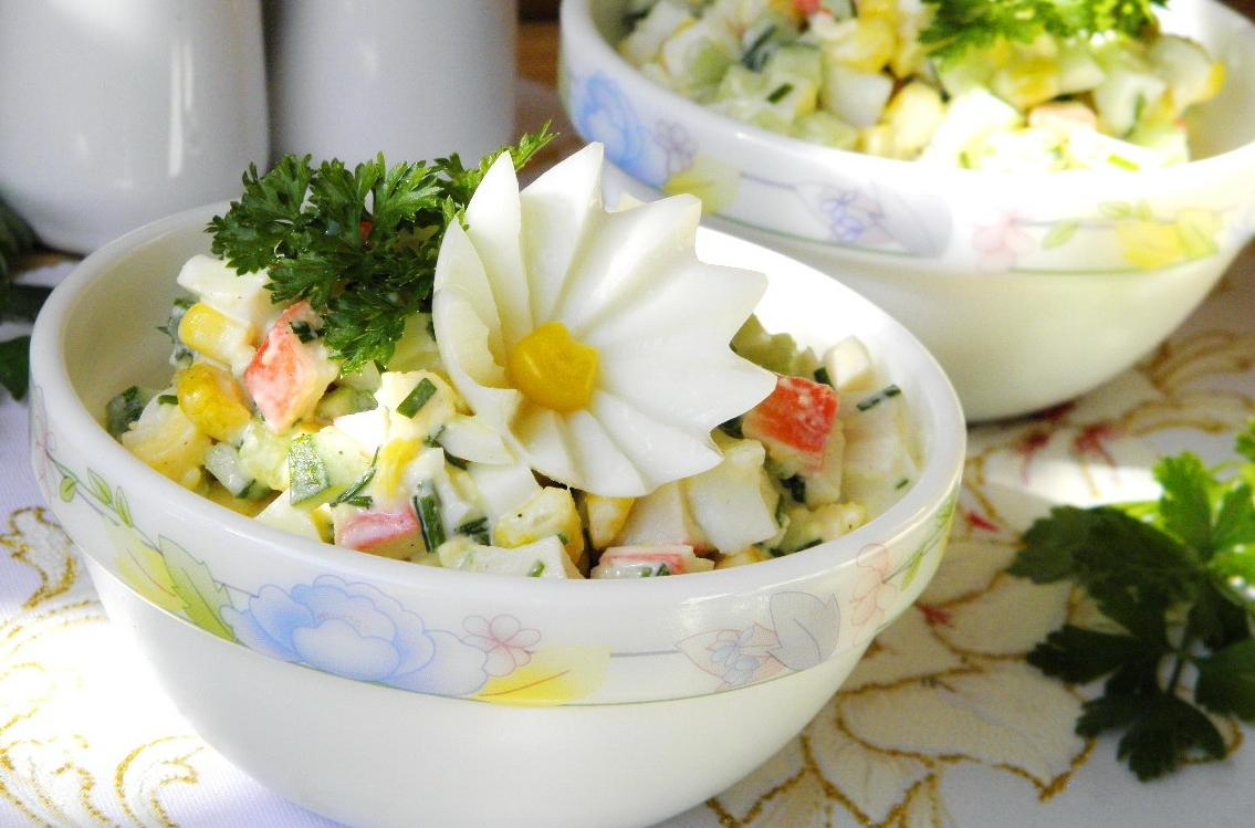 Салат из крабовых палочек: очень вкусные рецепты салатов с крабовыми палочками и кукурузой