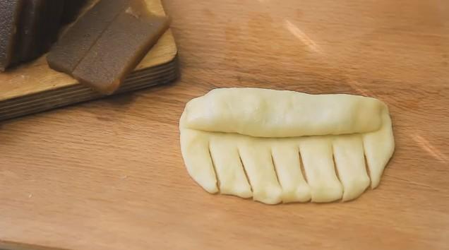 Как приготовить булочки из дрожжевого теста в духовке — 5 рецептов и 22 способа, как их лепить