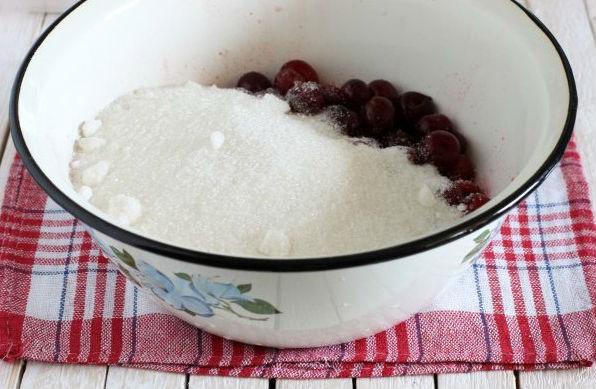 Вишневое варенье на зиму — 5 простых рецептов с косточками и без них