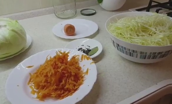 Как замариновать свежую капусту