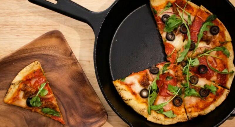 Быстрая пицца на сковороде за 10 минут: 7 рецептов в домашних условиях